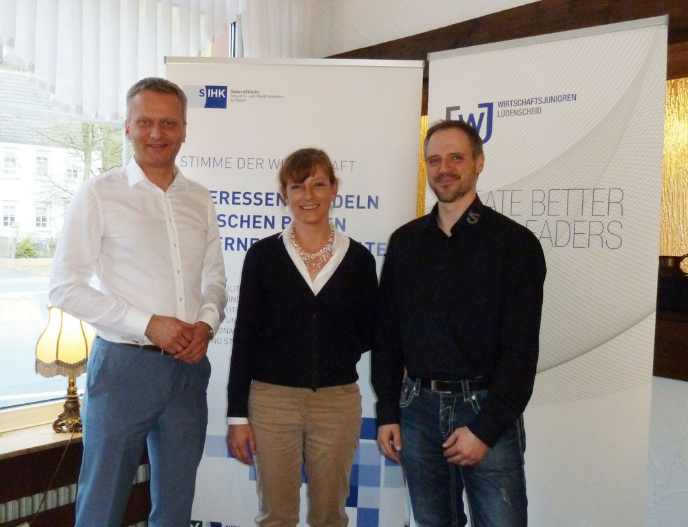 SIHK-Hauptgeschäftsführer Dr. Ralf Geruschkat stellte sich Fragen von Wirtschaftsjunioren und Wirtschaftskreis Lüdenscheid