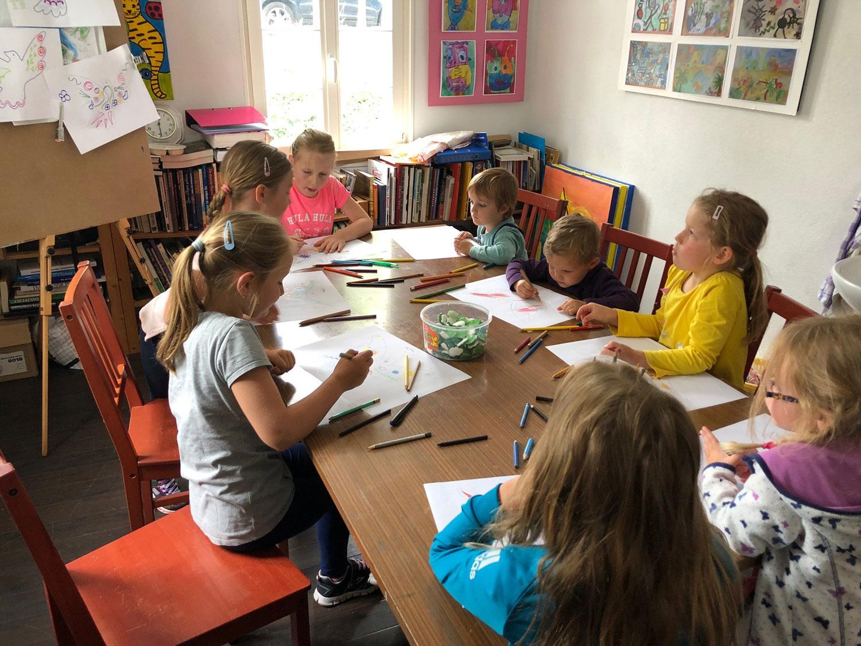 Kinder der WJ Lüdenscheid kreativ im Kunstprojekt Scheuerpfähle von VAKT